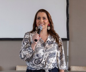 Ela ajudava mães de primeira viagem e hoje tem uma startup que capacita empreendedoras