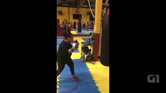 Aos 62 anos, acreana encara aulas de boxe chinês para aprender técnicas de defesa pessoal