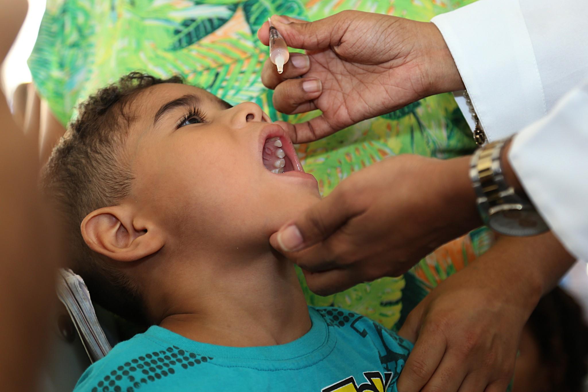 Campanha contra sarampo espera vacinar cerca de 300 mil brasileiros e 100 mil venezuelanos em Roraima