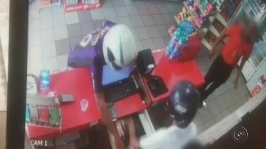 Dois são presos após assalto a posto em Garça com arma de brinquedo; vídeo