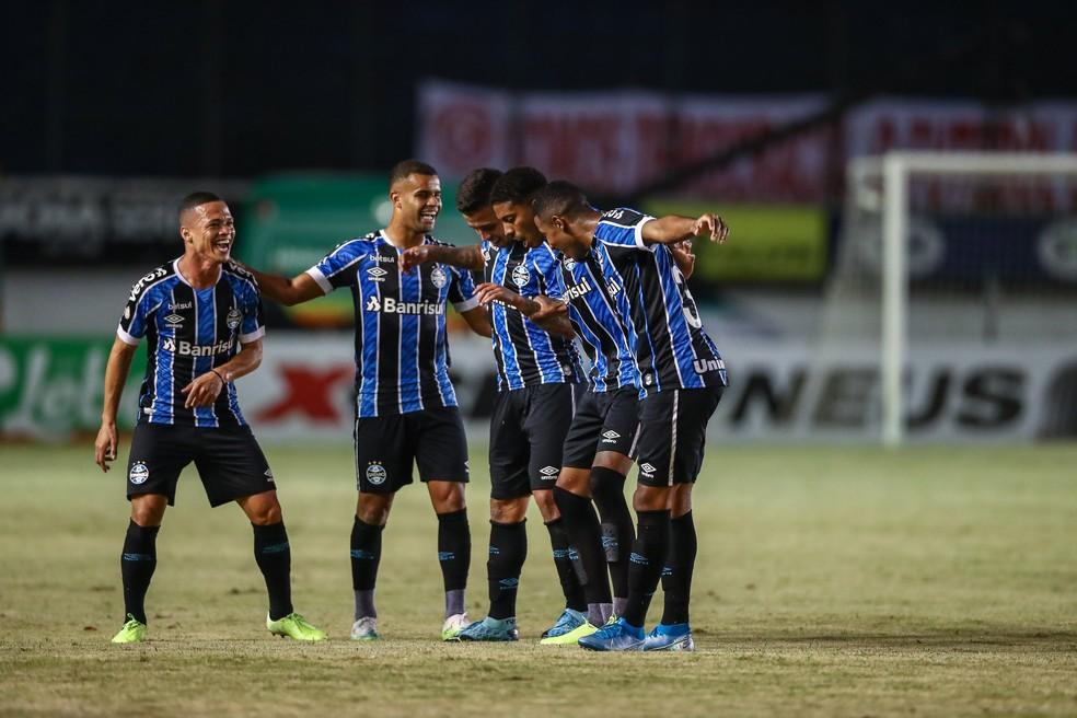 Darlan (E) e Guilherme Guedes (D) deram conta do recado no Gre-Nal  — Foto: Lucas Uebel/Grêmio