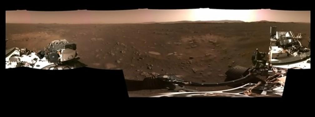 Horizonte e solo de Marte em vídeo feito pelo robô Perseverance e divulgado nesta segunda (22). — Foto: Nasa