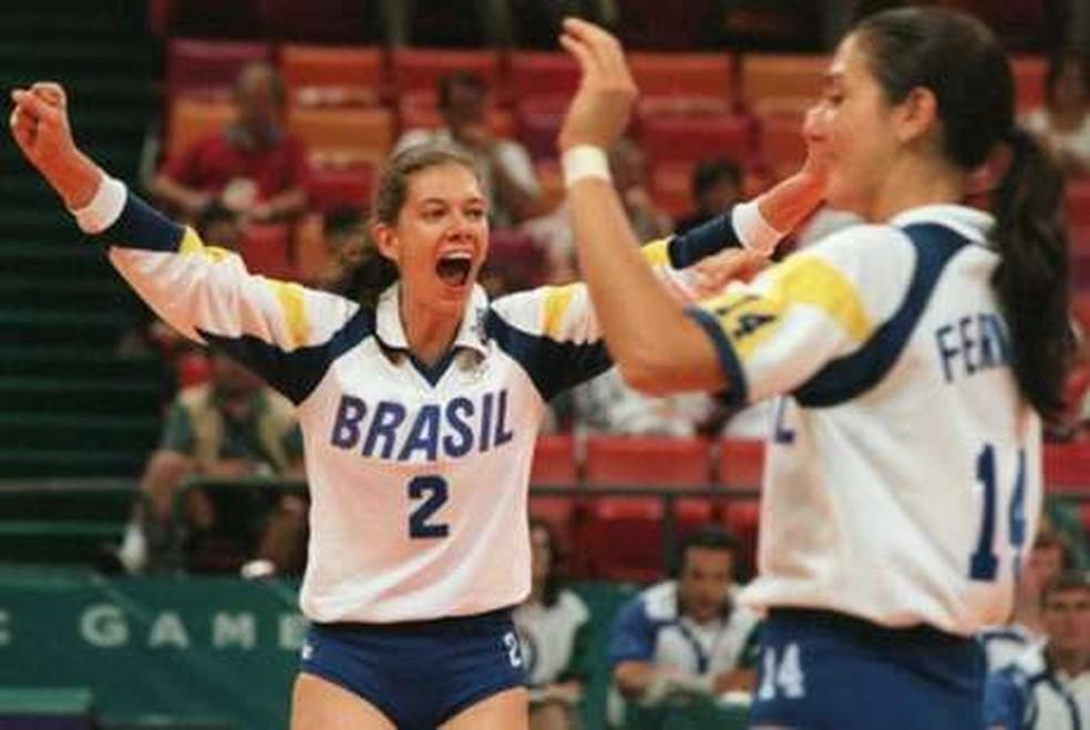 Junto da seleção feminina de vôlei, Ana Moser foi bronze em 1996 — Foto: O globo