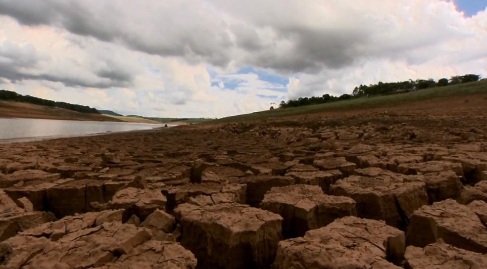Crise hídrica do estado de São Paulo em 2013 interrompeu o abastecimento de água  (Foto: Reprodução/EPTV)