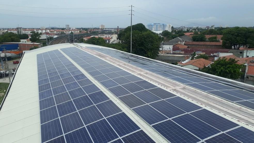 Mais de 500 placas para captação de energia solar foram instaladas na estação do metrô, em Fortaleza. — Foto: Governo do Ceará/Reprodução