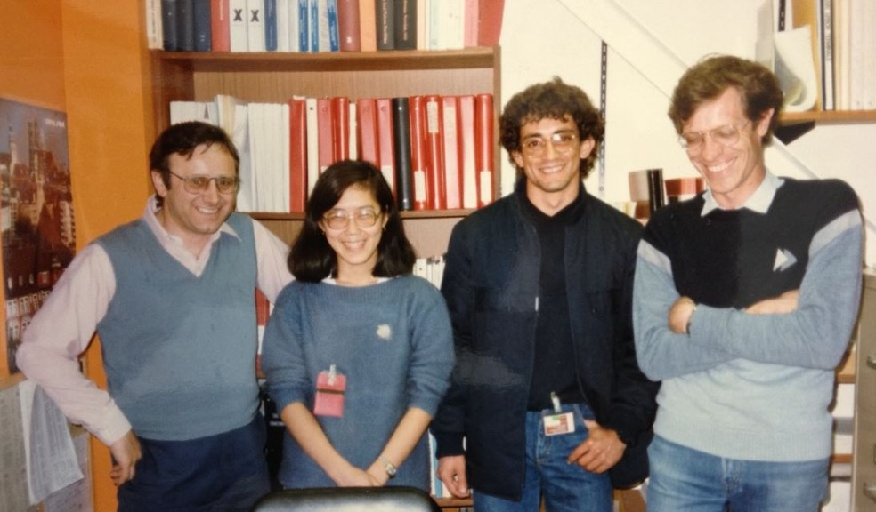 Helmut Wiedemann (pesquisador do SSRL que supervisionou os brasileiros nos Estados Unidos) e os pesquisadores Liu Lin, Hélio Tolentino e Ricardo Rodrigues (Foto: Divulgação/CNPEM)