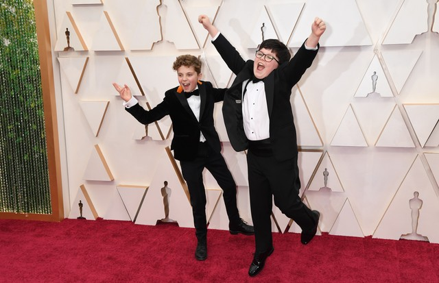 HOLLYWOOD, CALIFORNIA - FEBRUARY 09: (L-R) Roman Griffin Davis and Archie Yates attend the 92nd Annual Academy Awards at Hollywood and Highland on February 09, 2020 in Hollywood, California. (Photo by Jeff Kravitz/FilmMagic) (Foto: FilmMagic)