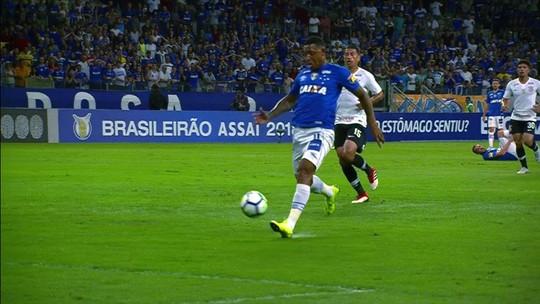 """Cereto critica Douglas, do Corinthians, após expulsão: """"Jogou o time no buraco"""""""