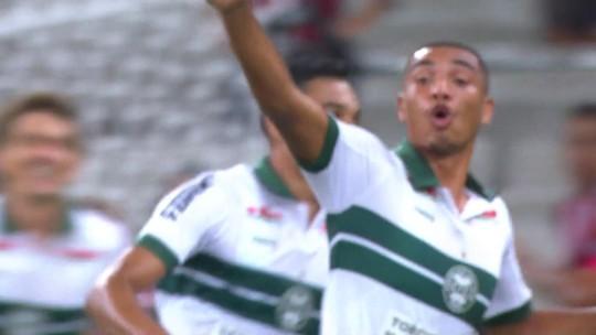 Em alta, atacante Igor Jesus renova contrato com o Coritiba até o final de 2022