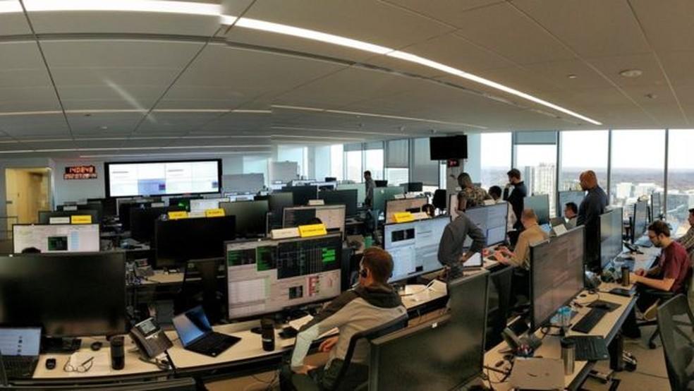 Controladores na Virgínia, nos Estados Unidos, e em Londres têm estado ocupados ensaiando o dia do lançamento — Foto: Oneweb