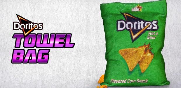 Doritos lança embalagem toalha para que os clientes possam limpar as mãos após comer o snack (Foto: Ads of the World/ Reprodução)