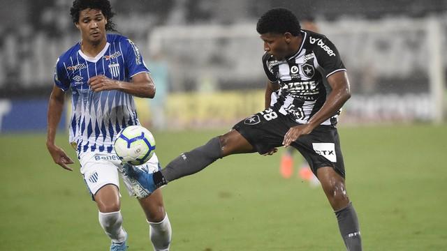 Garoto Rhuan fez sua primeira partida como titular no profissional