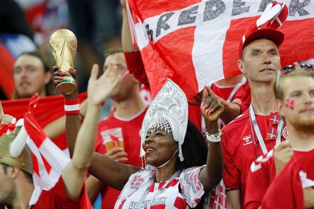 1° de julho - Torcedores da Dinamarca antes do jogo Croácia x Dinamarca, em Nizhny Novgorod, na Rússia (Foto: Darren Staples/Reuters)