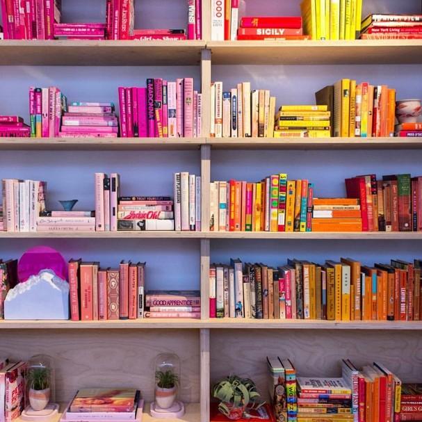 Sai o livro, entra o e-book (Foto: Instagram/Reprodução)
