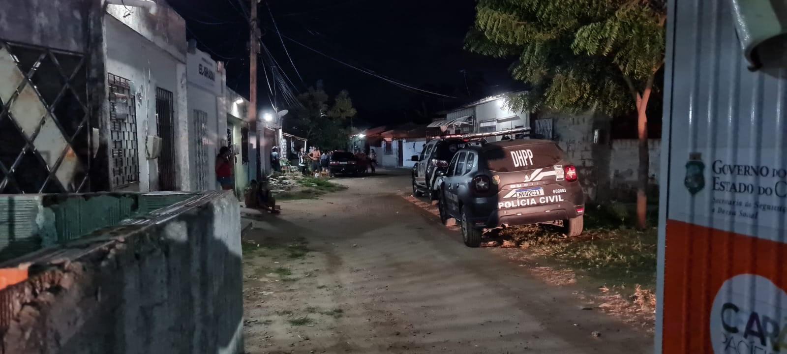 Dez homens armados invadem casa e matam adolescente a tiros na presença da namorada em Fortaleza