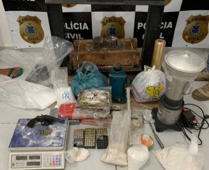 Laboratório com R$ 1,2 milhão em cocaína é encontrado em imóvel de luxo na Bahia; dois suspeitos são presos