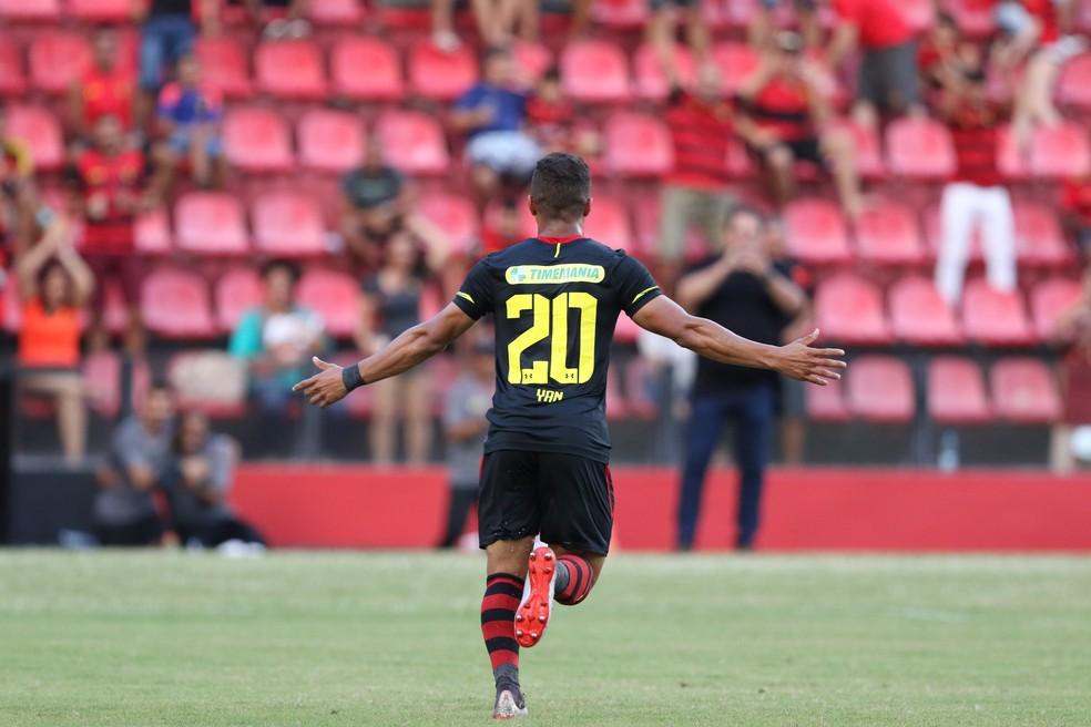 Yan foi revelado nas divisões de base do Vitória — Foto: Marlon Costa / Pernambuco Press