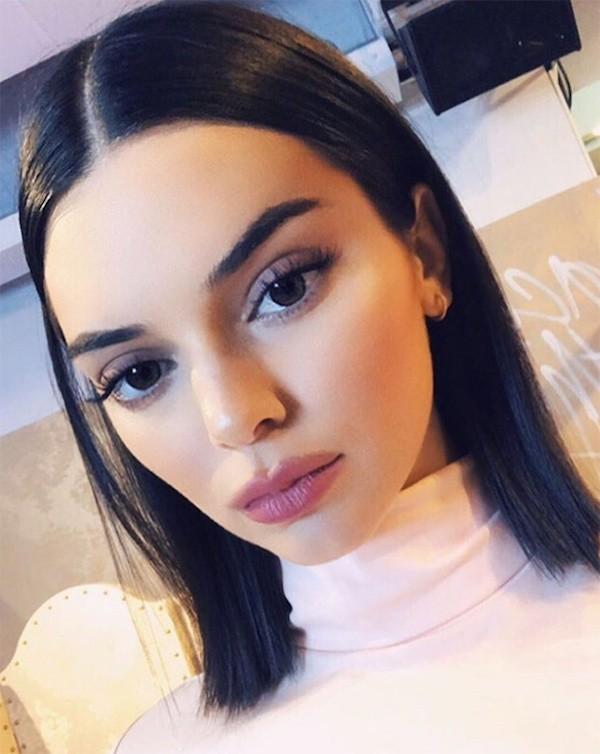 A foto de Kendall Jenner que levantou as suspeitas de que ela teria passado por cirurgias plásticas (Foto: Instagram)