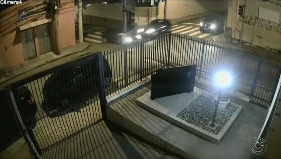Desrespeito ao sinal vermelho já custou várias vidas em Jundiaí — Foto: TV TEM/Reprodução