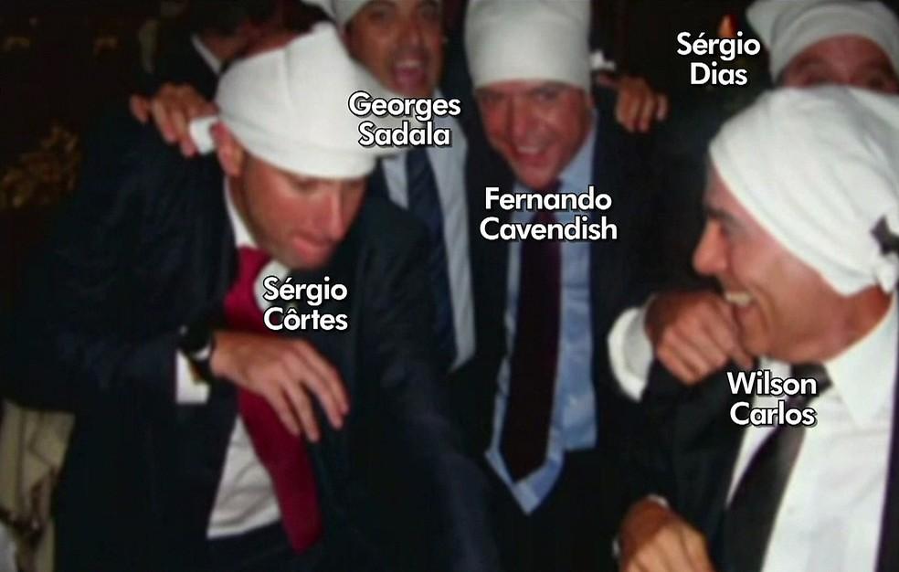 Foto que ficou conhecida como 'Farra dos Guardanapos' em um restaurante em Paris (Foto: Reprodução / TV Globo)