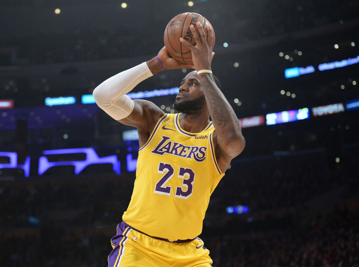 0cf2a7bb6 Semana NBA  Lebron James passa Michael Jordan e se torna o quarto maior  pontuador da história