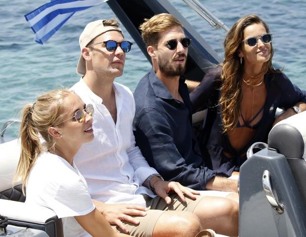 Manuel Neuer, Nina Weiss e Izabel Goulart e Kevin Trapp (Foto: BACKGRID)