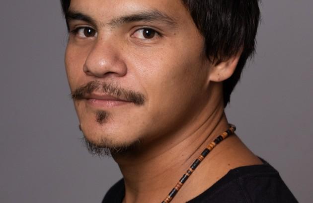 O ator indígena Adanilo será mais um dos alunos da Escola Maria Carolina de Jesus, de 'Segunda chamada' (Foto: Thiago Patrial)