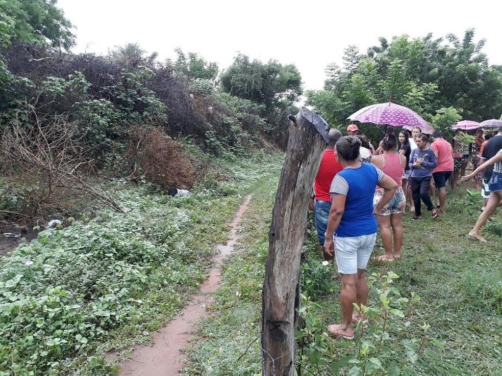 Corpo de Ana Patrícia foi encontrado em matagal na zona rural de Assu (Foto: Jalisson Ferreira/Assu Notícias)