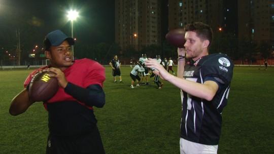 Quarterback do Corinthians Steamrollers ensina a lançar a bola oval