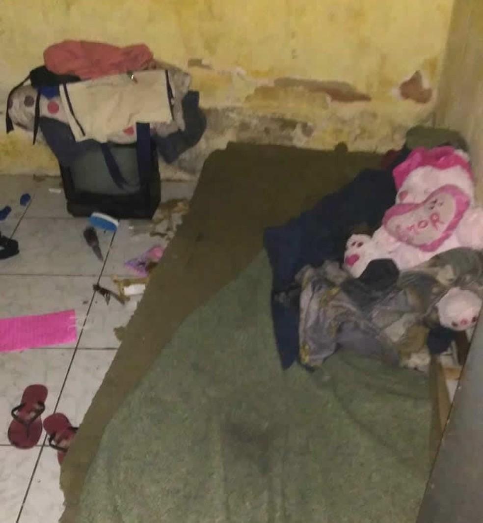Cômodo onde a mulher e a filha eram mantidas em cárcere privado — Foto: Divulgação/Polícia Militar