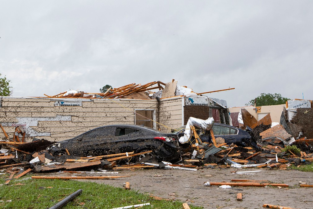 Casa teve telhado arrancado na passagem de tornado no domingo (12) no Mississippi, nos Estados Unidos  — Foto: Nicolas Galindo / The News-Star via AP