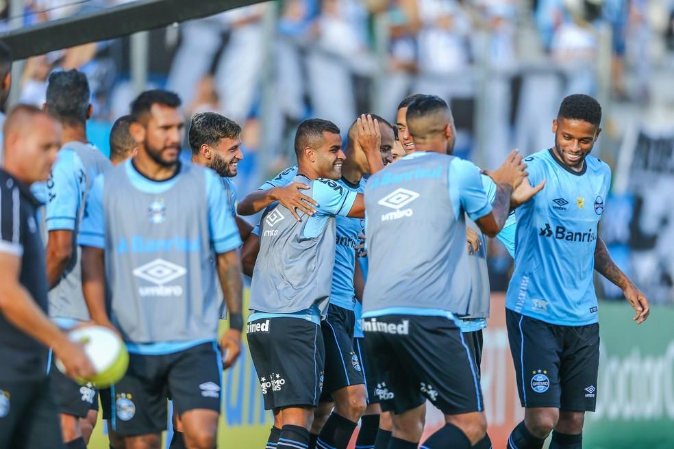 Jogadores do Grêmio comemoram na goleada sobre o Juventude — Foto: Lucas Uebel/Grêmio/Divulgação