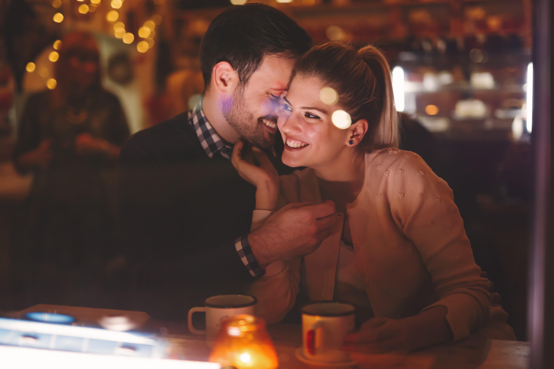 Quem paga a conta no primeiro encontro (Foto: Thinkstock)