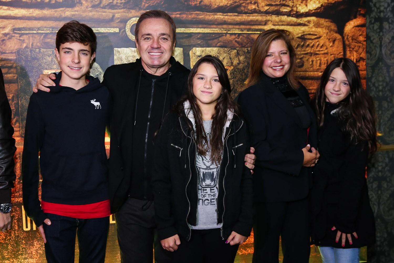 Gugu Liberato e Rose di Matteo com os filhos João, Sofia e Marina (Foto: Reprodução/Instagram)