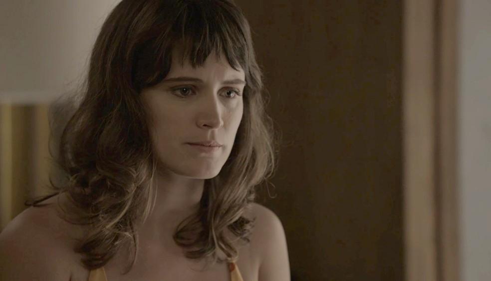 Clara confessa a Patrick que gostaria de ir a casamento com ele