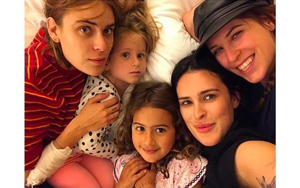 As cinco filhas do ator Bruce Willis: Rumer, Scout, Tallulah, Mabel e Evelyn (Foto: Instagram)