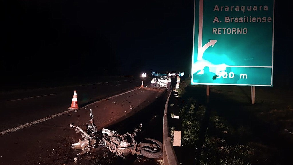 Acidente em Araraquara deixa motociclista ferida na rodovia SP-310