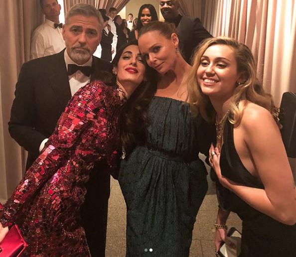 George Clooney, Amal Clooney, Stella McCartney e Mily Cyrus (Foto: Reprodução/Instagram)