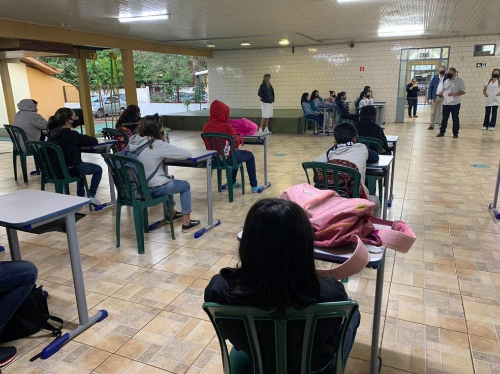 Retorno das aulas presenciais começou de forma gradual no Paraná — Foto: Marcos Landim/RPC