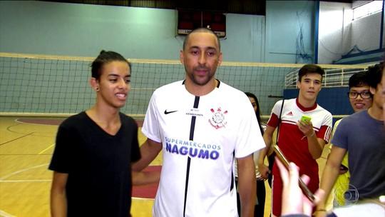 De volta ao ginásio onde começou, Serginho vibra por jogar pelo Corinthians