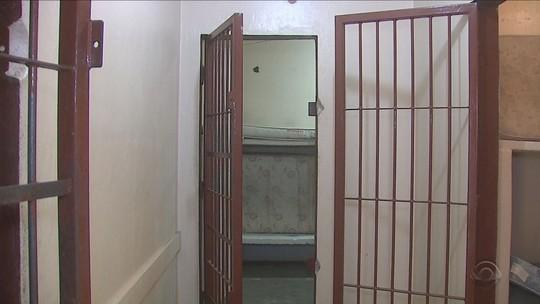 Após motim, 70 detentos do presídio de Lages cumprem pena em casa