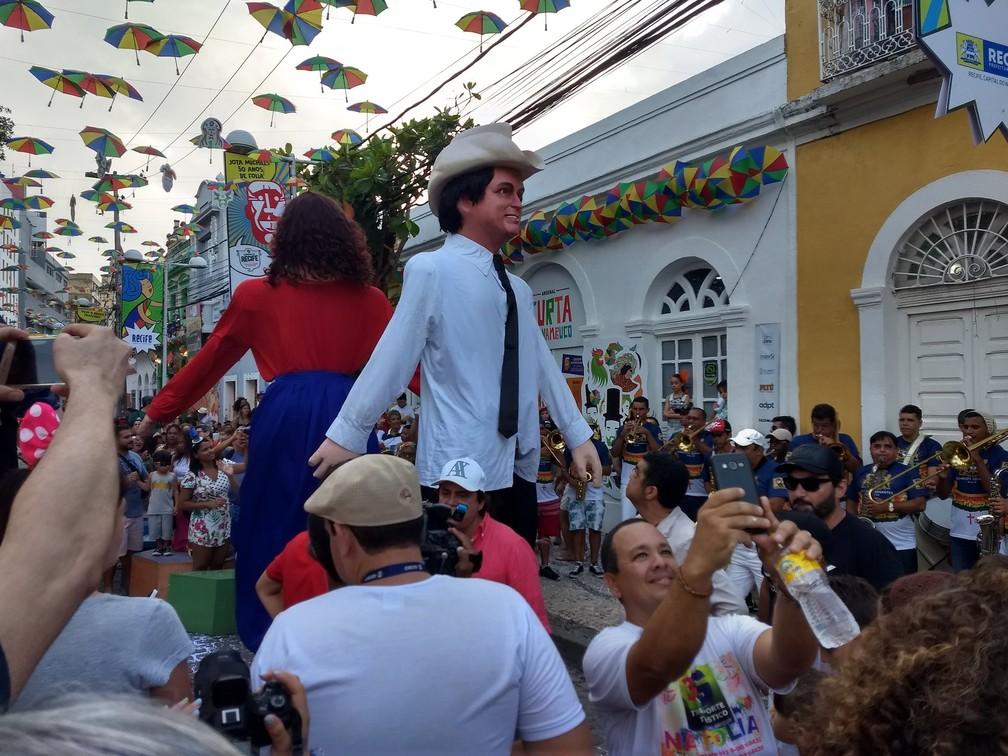 Chitãozinho virou boneco gigante e desfilou pelo Bairro do Recife (Foto: Penélope Araújo/G1)
