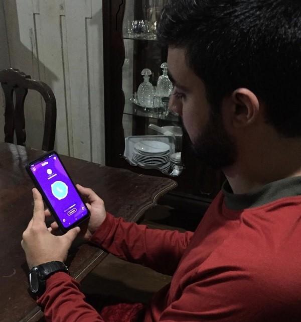 Aplicativo permite contatos aleatórios e 'fator surpresa' agrada usuários na Zona da Mata