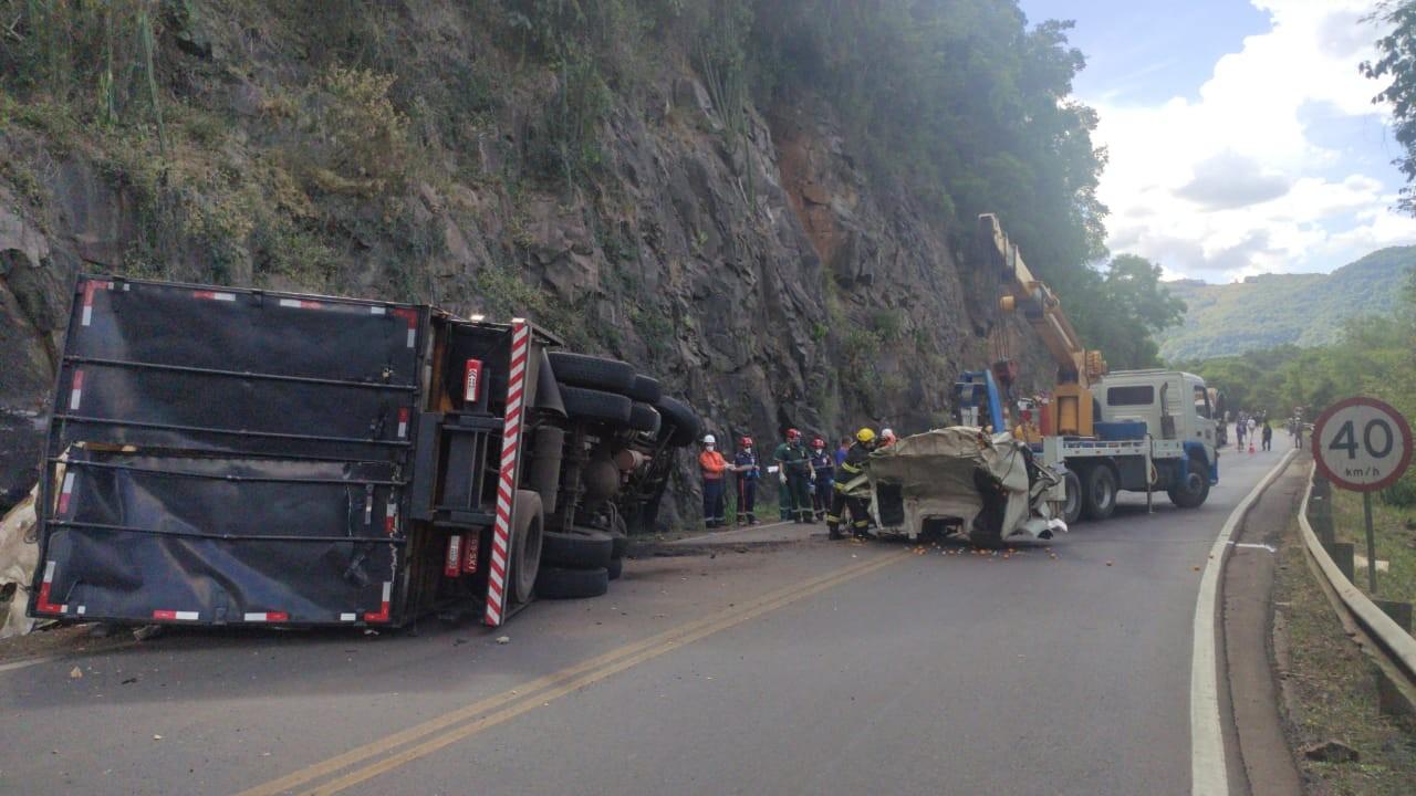Motorista de caminhão morre após colisão em Flores da Cunha