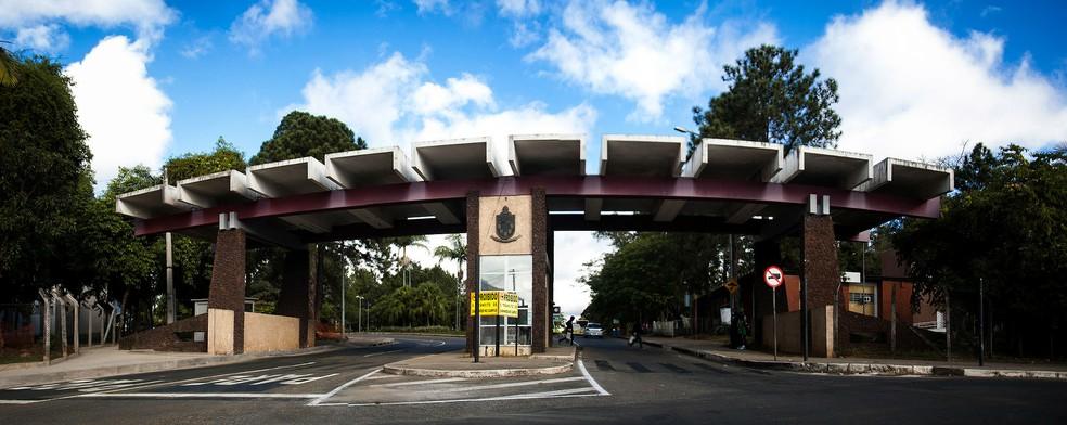 """A UFJF era o objetivo de Adriano: """"Em 2016, consegui nota para passar em duas universidades do RJ. Mas decidi tentar de novo. Eu queria fazer Medicina na UFJF"""", (Foto: Caique Cahon/Divulgação)"""