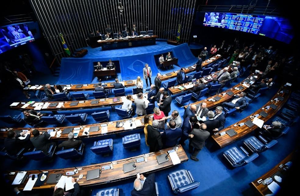 Senadores reunidos no plenário da Casa — Foto: Marcos Oliveira/Agência Senado