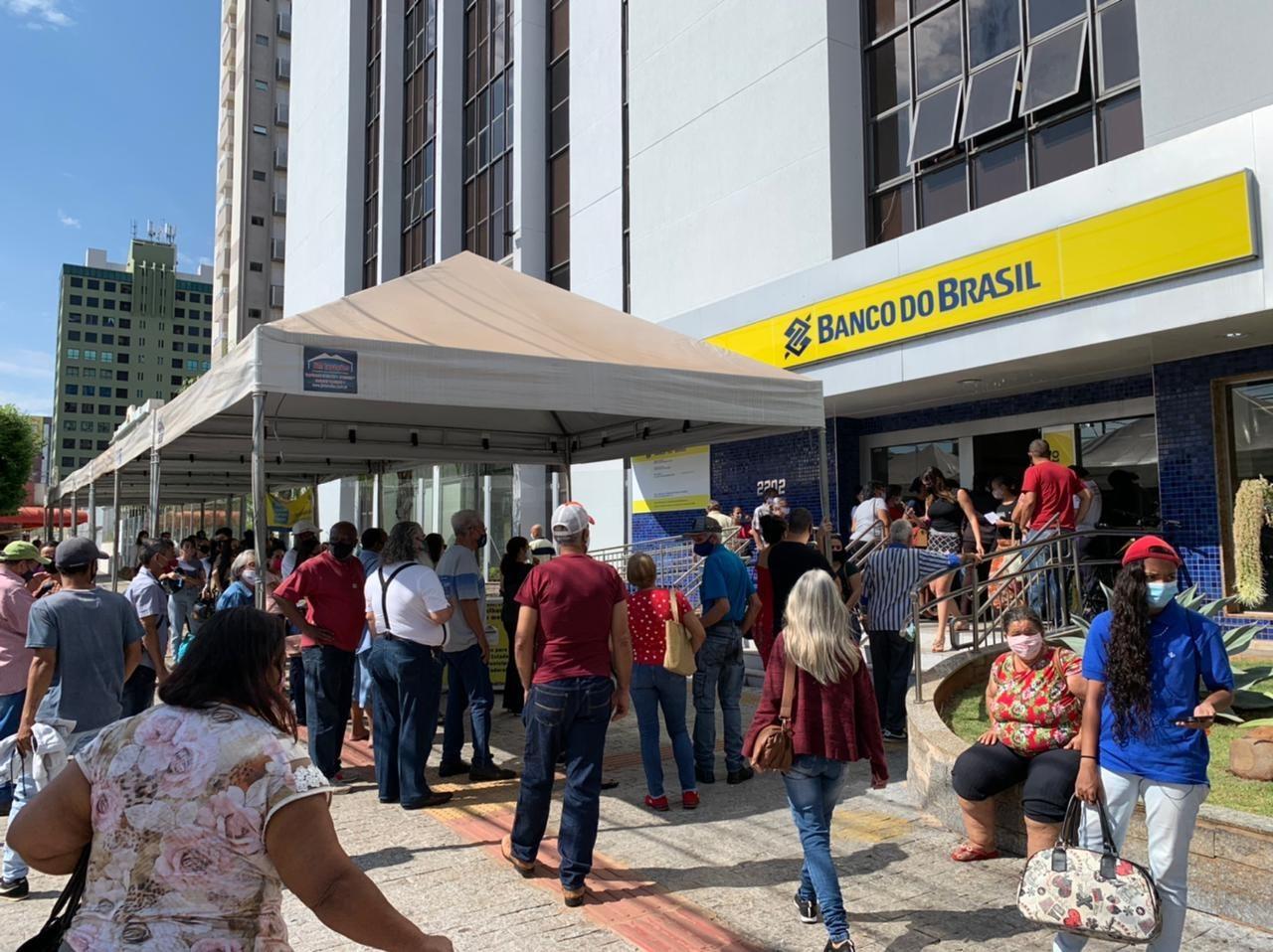 Cinco agências bancárias de Campo Grande são autuadas após denúncias de clientes: 'Sem qualquer cortesia'