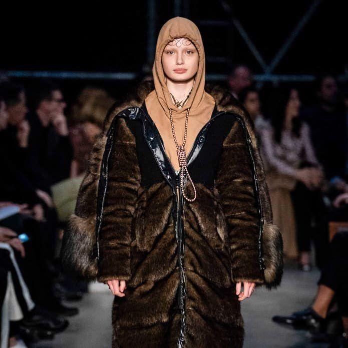 Look polêmico da Burberry na Semana de Moda em Londres foi visto como apologia ao suicídio (Foto: reprodução)