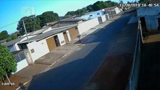 Vídeo mostra avião fazendo pouso forçado em rua de Trindade