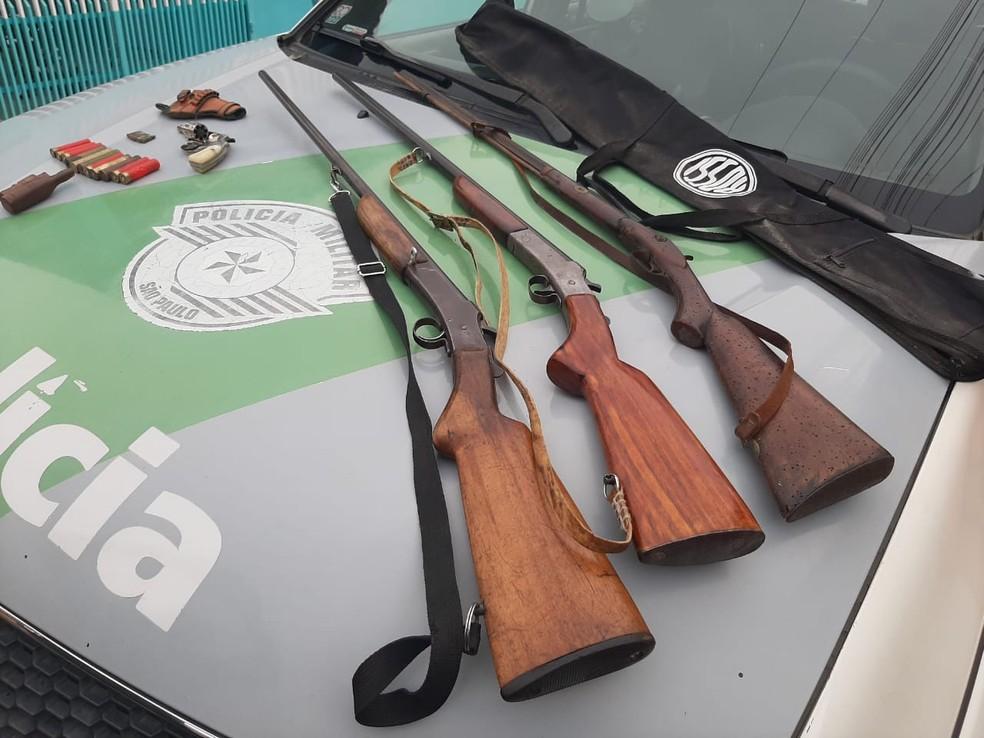 Armas e munições foram apreendidas pela Polícia Ambiental — Foto: Divulgação/Polícia Ambiental